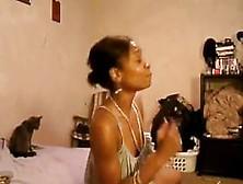 Sexy Ebony Ass Shaking