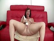 Brunette Pawg Squirting On Webcam