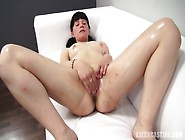 Amateur Masturbates At The Casting