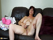 Big Mature Babe With Thick Pubes Plays Solo