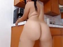 Mariana Culona Desnuda En Cocina