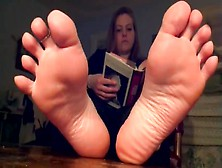 Cute Amateur Chick Cannot Stop Moving Her Sexy Feet While Readin