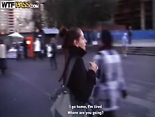 девку с улицы уговорили на секс