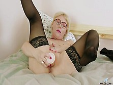 Mature Big Tits Nika Dildo Bangs Her Horny Cunt