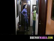 Brunoymaria la camarera se folla al repartidor de bebidas - 1 part 4