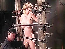 La guapa Krissy Lynn actuando en acción BDSM