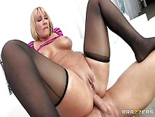 Tempting Blond Milf Mellanie Monroe Gives A Magic Blowjob