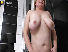 Amateur Mature Chubby Mama Playing In The Bath
