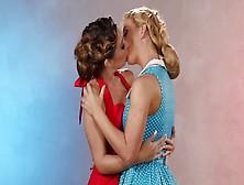 housewives-lesbian-kiss-orgasmic-sex-videos