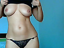 Gorgeous Real Amateur Woman With Hot Curves On Webcam